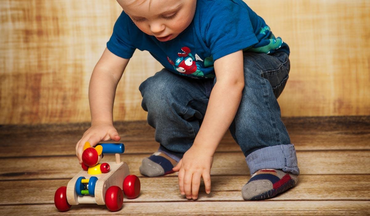 houten speelgoed duwfiguur