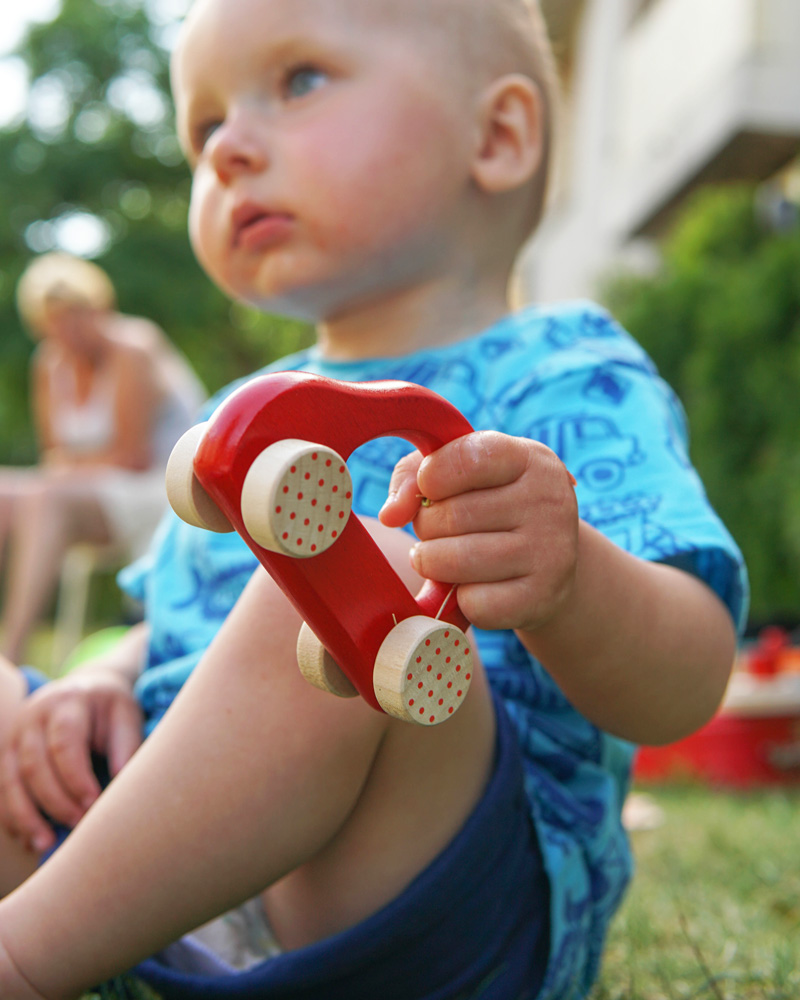 kleine snelheidsduivel rood houten speelgoed emoties